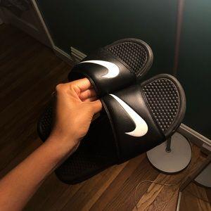 Nike slides 🖤